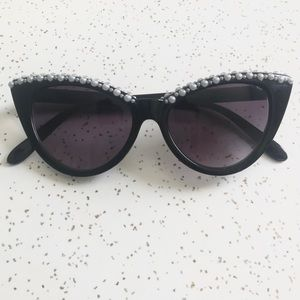 Accessories - 🛍 Vintage inspired black cat eye sunglasses